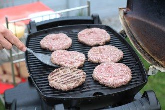 Burger Patties auf dem Grill