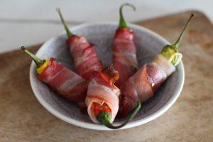 Jalapeno Poppers mit Datteln und Bacon