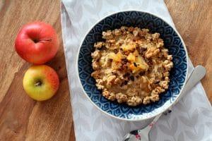 Porridge mit karamellisierten Äpfeln - Rezept fürs Frühstück