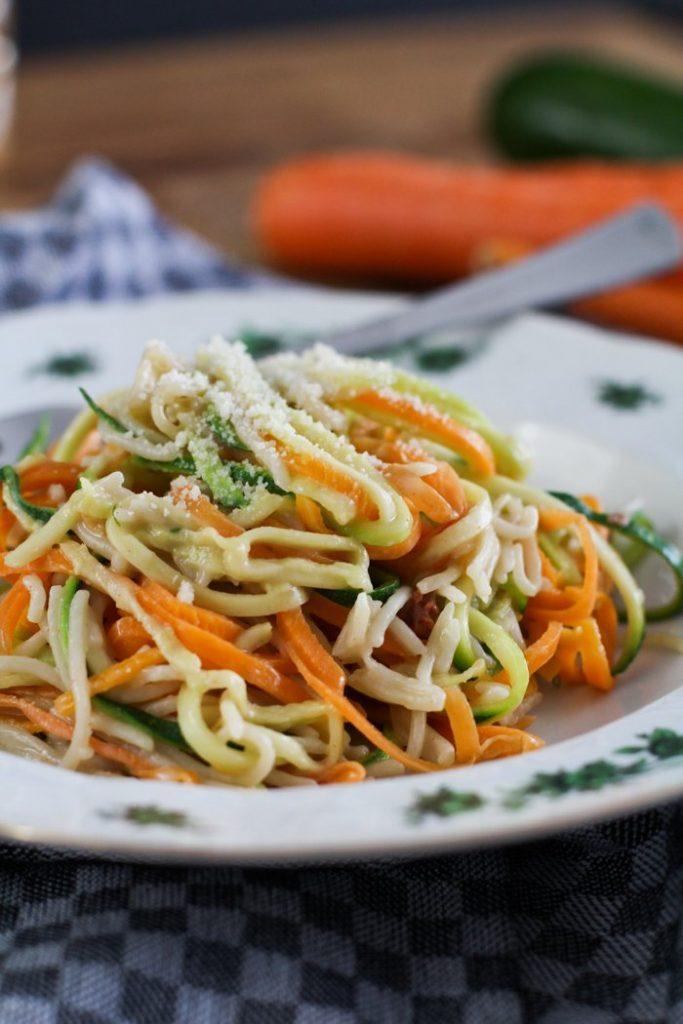 Zucchini Nudeln / Möhren Nudeln kochen