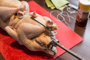Hähnchen fest binden