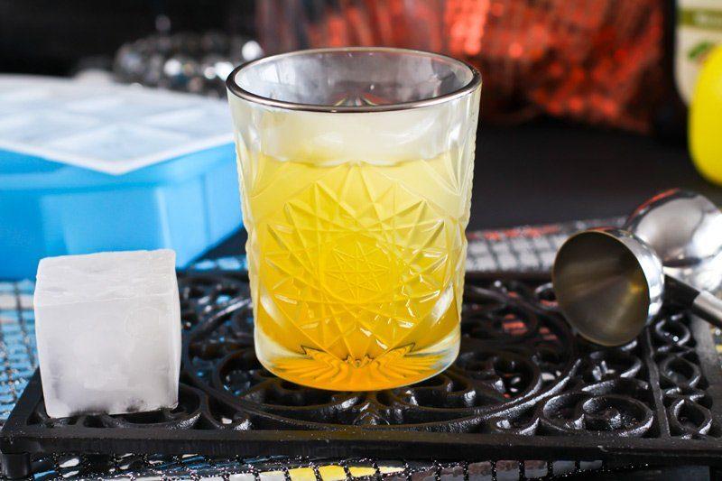 Anzeige Maracuja Gin Fizz mit Eiswürferfrom myDRINK von tescoma