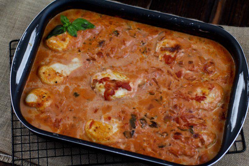 Hähnchenbrust in Tomatensoße im Ofen