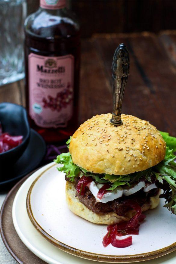 Burger Rezept mit Camembert und Mazzetti l'originale Portweinziebel