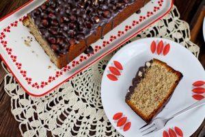 Saftiger Nusskuchen mit Schokoladen-Nuss Glasur