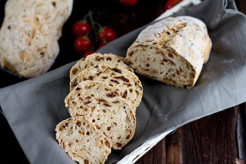 Weißbrot mit getrockneten Tomaten Rezept