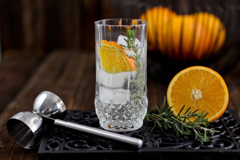 Gin Tonic Rezept mit Rosmarin & Orange