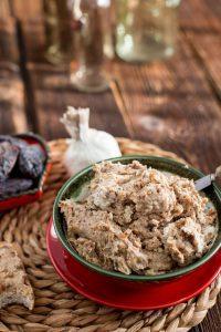 Dattel Frischkäse Dip mit Walnüssen