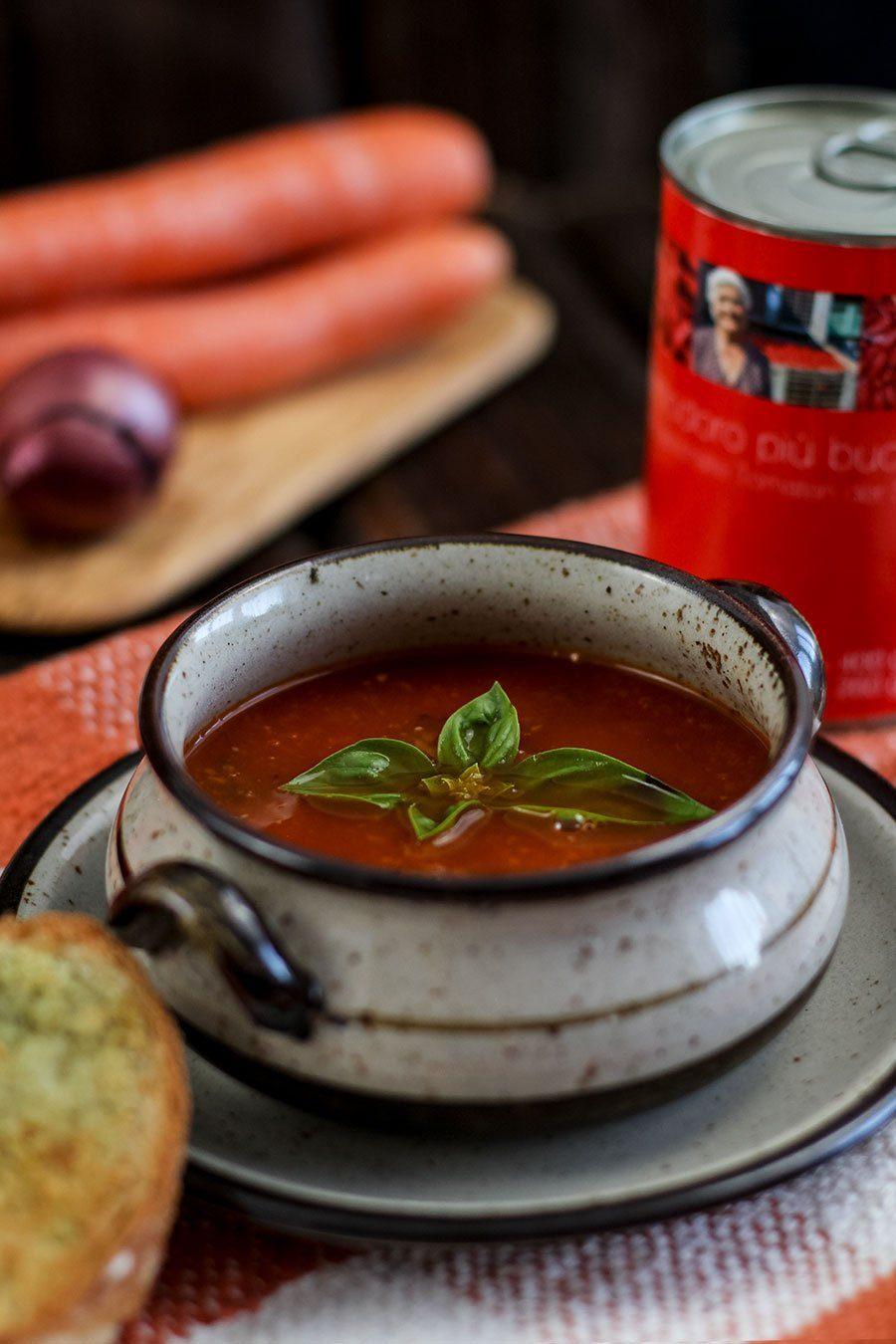 Einfache Tomatensuppe aus Dosentomaten selber machen