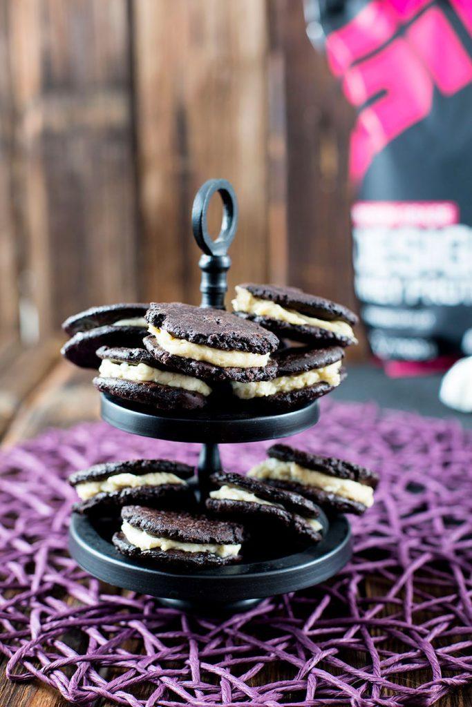 Schoko Eiweiß Cookies Rezept mit cremiger Candy Caramel Füllung