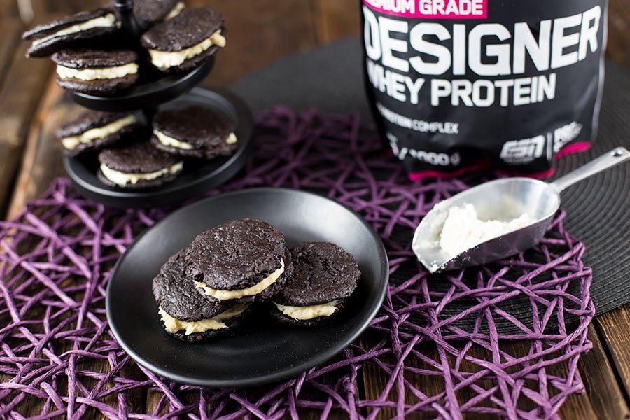 Schoko Protein Cookies Rezept mit cremiger Candy Caramel Füllung