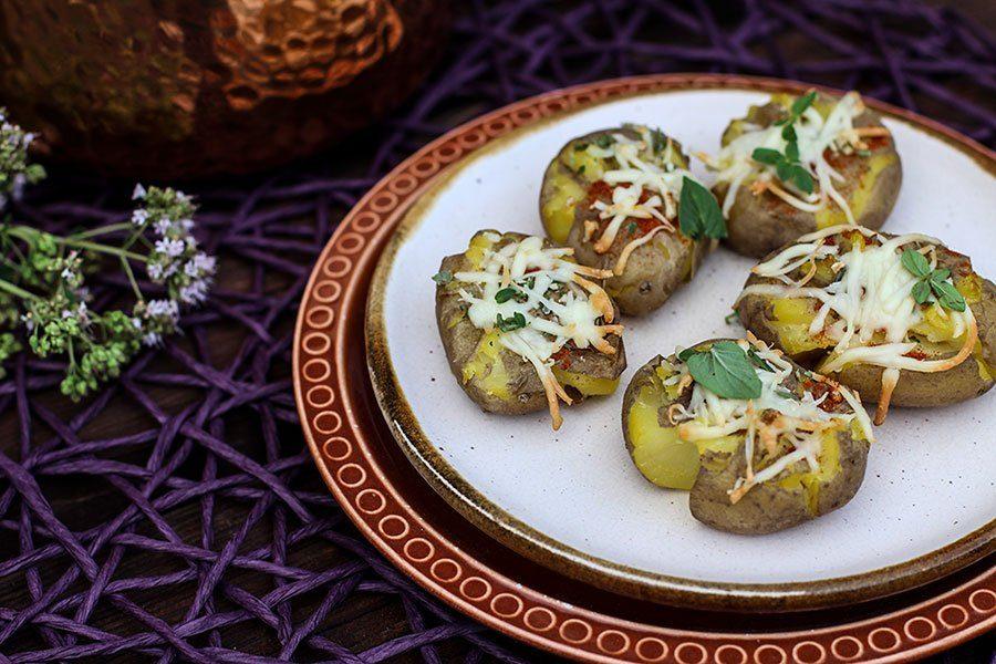 Smashed Potatoes Rezept - Zerstampfte Kartoffeln vom Grill