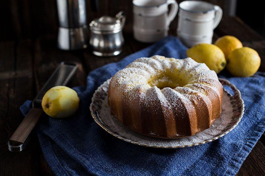 Saftiger Zitronenkuchen Rezept als Gugelhupf