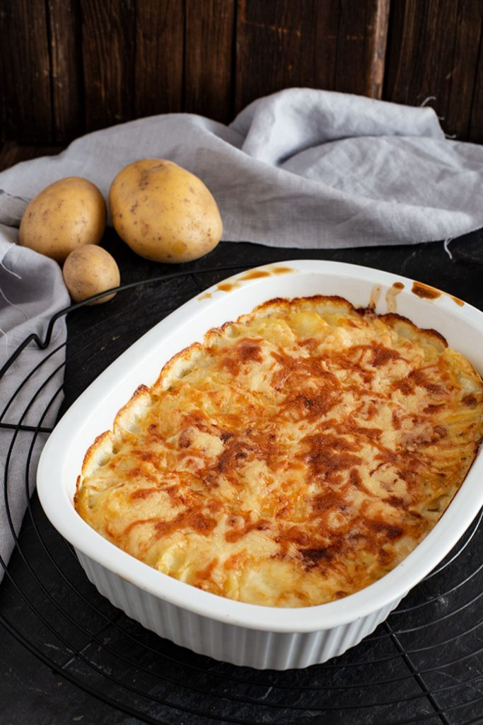 Saftiges Kartoffelgratin Rezept mit Frischkäse und Sahne