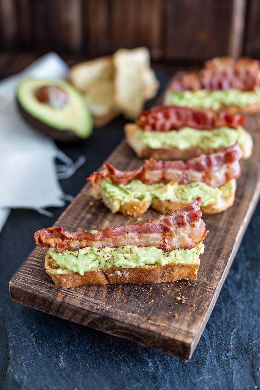 fingerfood rezept avocado bacon mini baguettes die k che brennt. Black Bedroom Furniture Sets. Home Design Ideas
