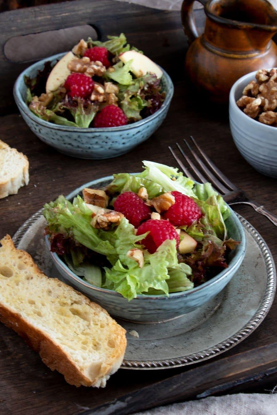 fruchtiger wintersalat rezept mit himbeeren pfeln und n ssen die k che brennt. Black Bedroom Furniture Sets. Home Design Ideas