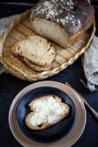Brot mit frischer Butter