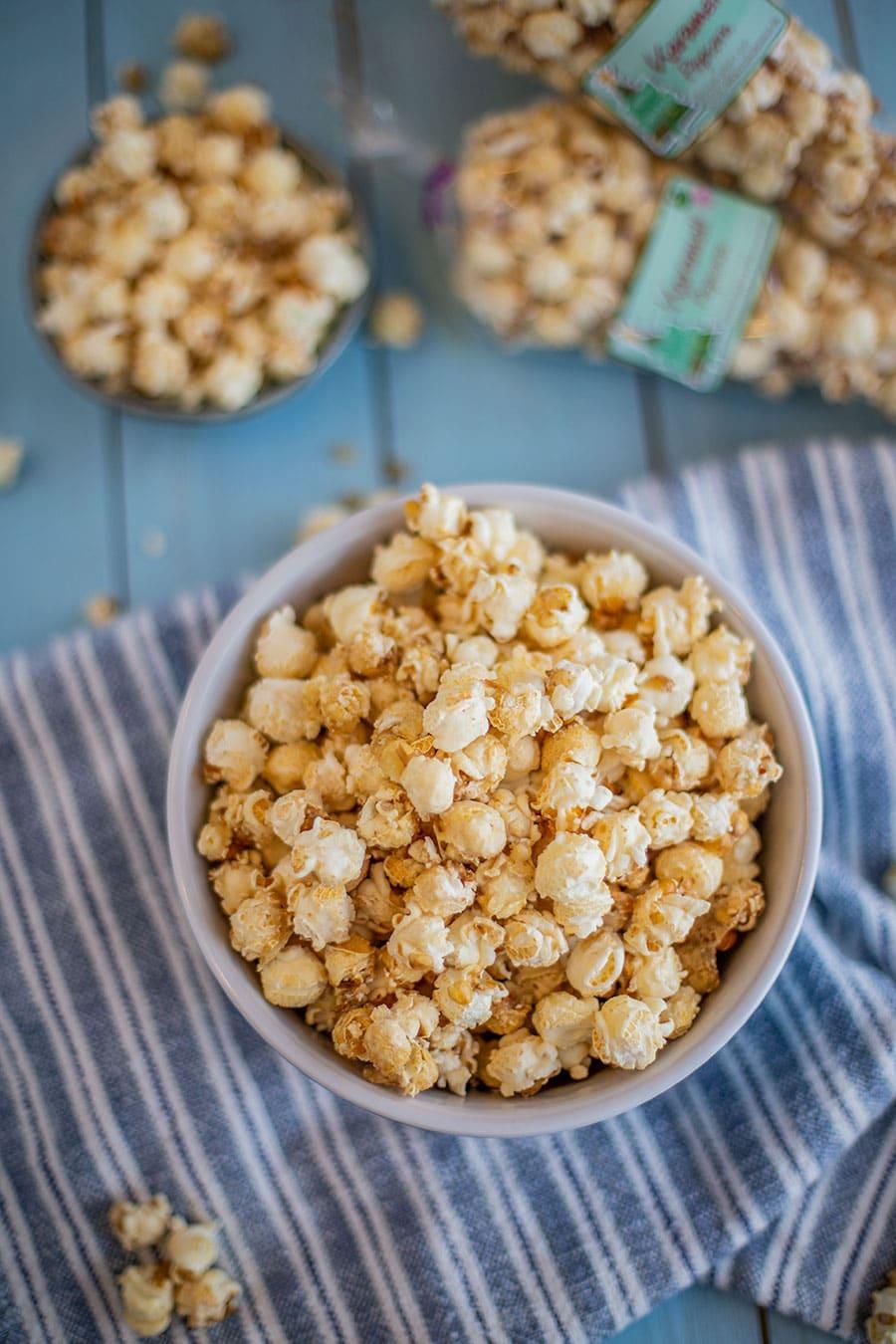 karamell popcorn rezept einfach selber machen die k che brennt. Black Bedroom Furniture Sets. Home Design Ideas