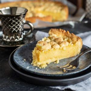 Einfaches Pudding Kuchen Rezept mit Streuseln vom Blech