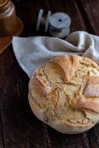 Brot mit knuspriger Rinde
