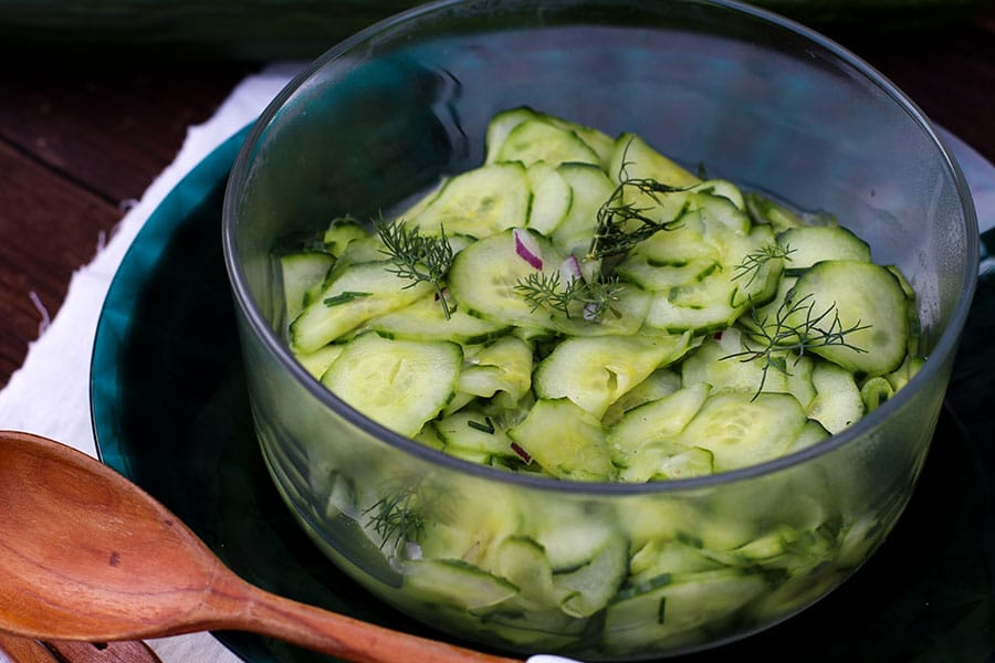 Gurkensalat Rezept mit Dill Dressing / Sauce als Grillsalat