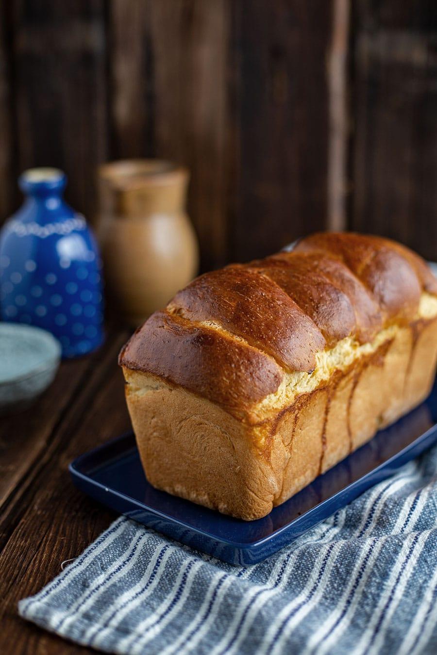 Toastbrot selber backen – Klassisches Toastbrot Rezept mit Hefe
