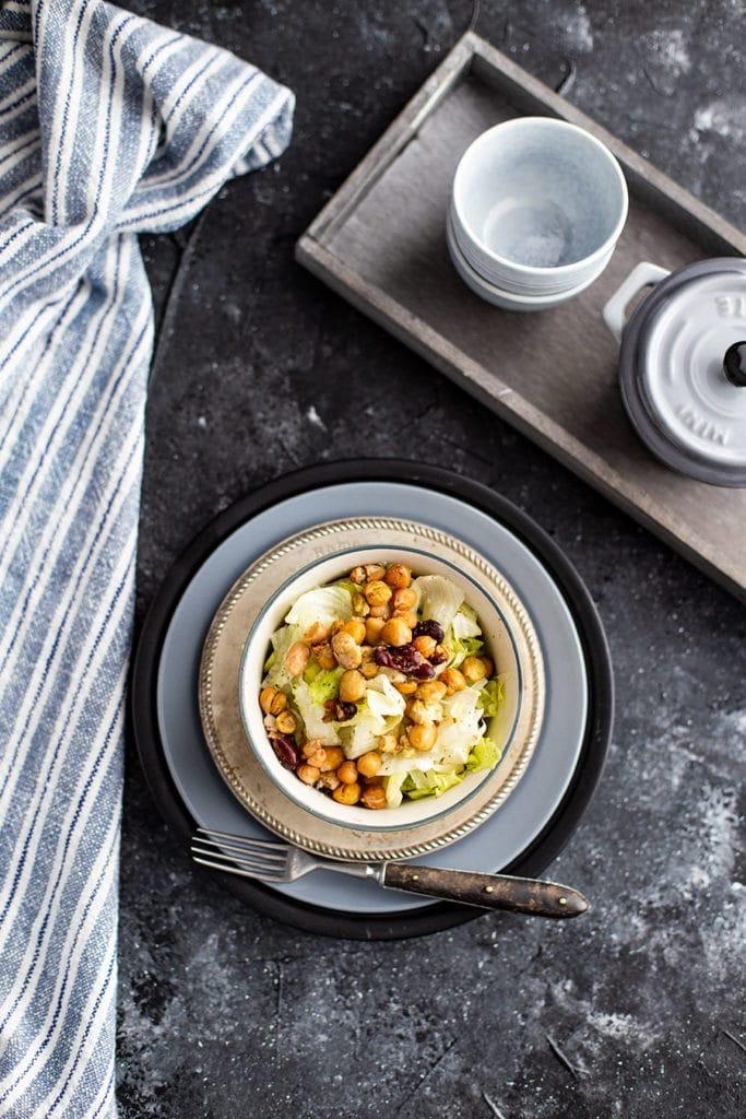 Airfryer Rezept: Knusper Salat mit Kichererbsen und Kidneybohnen