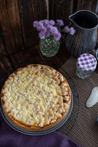Käsekuchen Rezept mit Schichtkäse Streuseln Marmelade