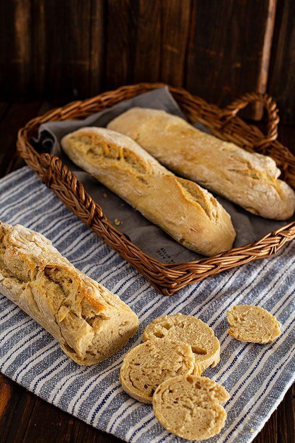 Ciabatta Rezept mit Hartweizengrieß – fluffiges Weißbrot backen