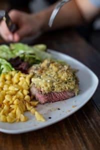 Überbackenes Steak Rezept - Steak mit Käsekruste und Semmelbröseln