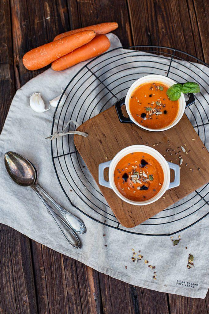 Kalte Tomatensuppe mit Karotten aus dem Entsafter