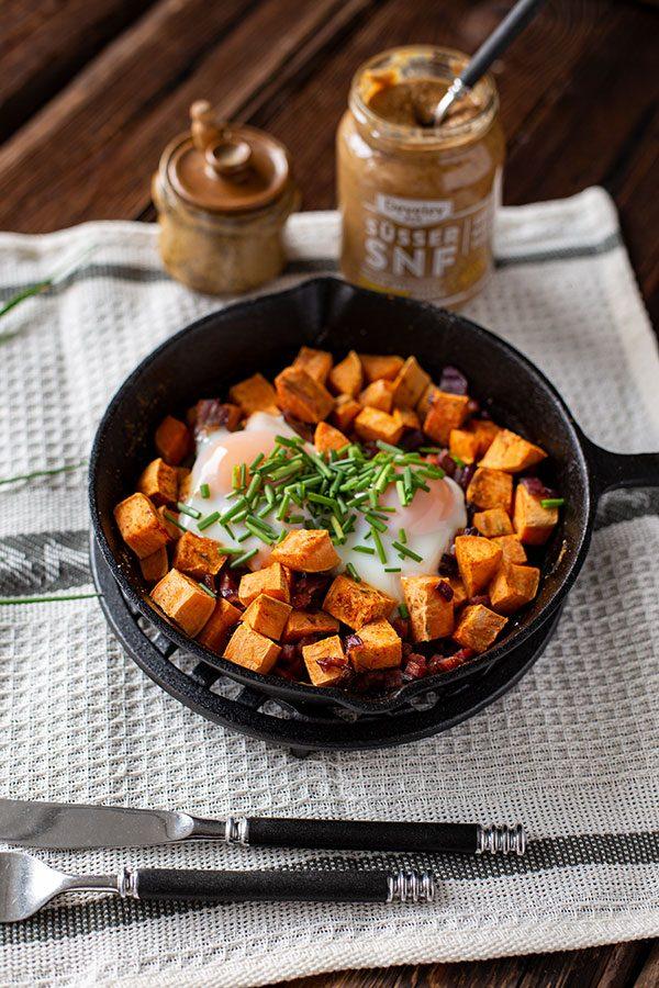 Deftiges Frühstück Eier Speck