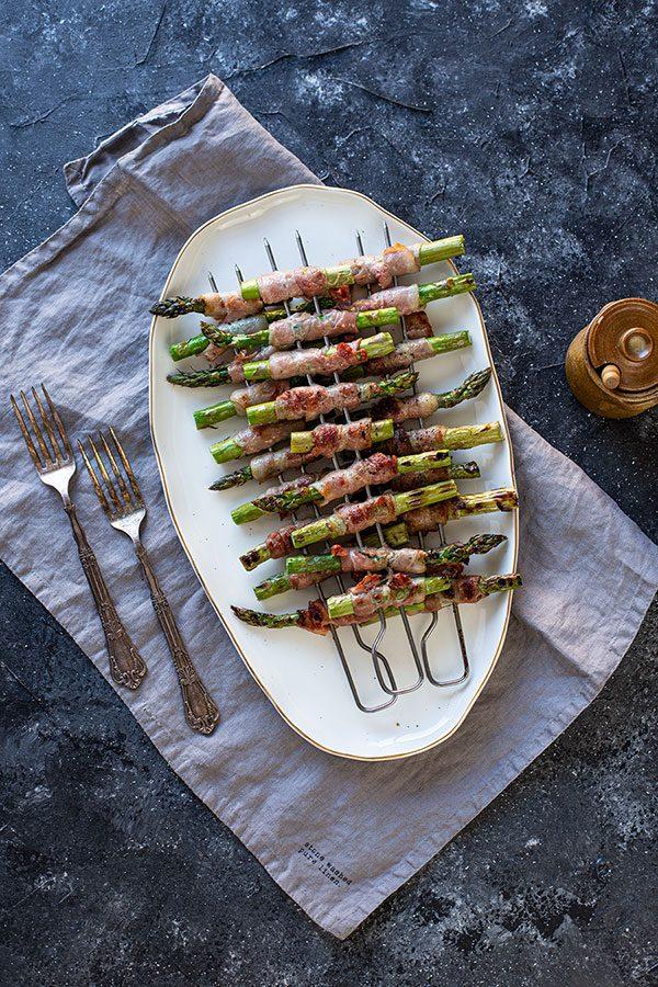 Grüner Spargel mit Bacon ummantelt vom Grill (Backofen / Pfanne) - Die
