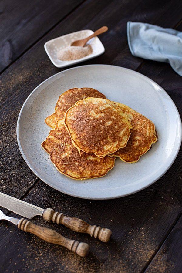 Pancakes mit Apfelstücken