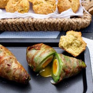 Gefüllte Avocado mit Bacon und Mais Parmesan Muffins