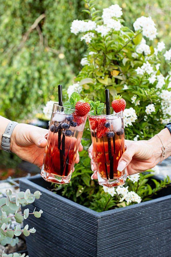 Beeriges Rose Cocktail Rezept für den Sommer