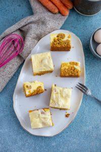 Karottenkuchen mit Käsekuchen Schicht